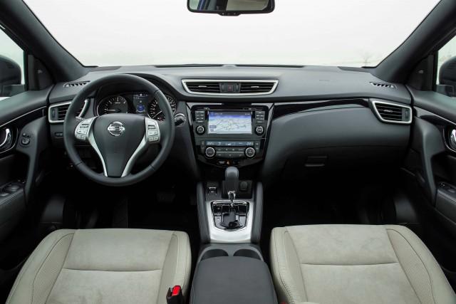 J11 Nissan Qashqai - interior
