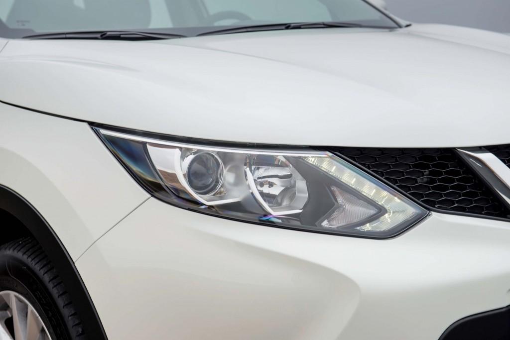 J11 Nissan Qashqai - headlight