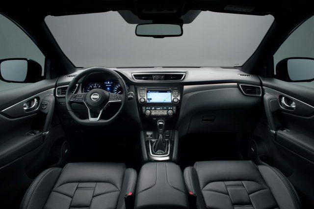 2017 Nissan Qashqai facelift - interior, dashboard