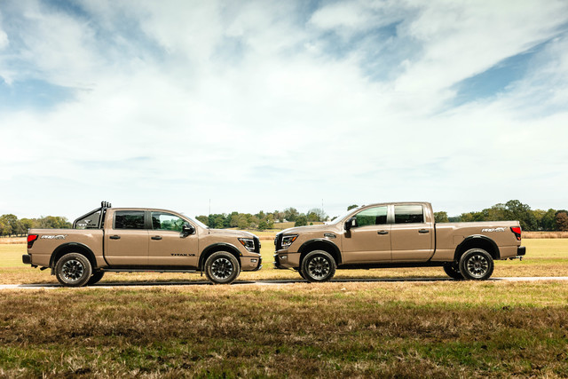 2020 Nissan Titan (left) vs 2020 Nissan Titan XD (right)