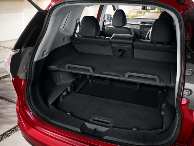 2014 Nissan X-Trail - trunk space