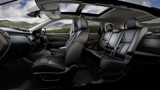 2014 Nissan X-Trail - front and middle row seats