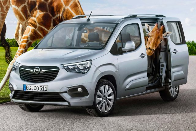 2018 Opel Combo Life - front, silver, giraffe