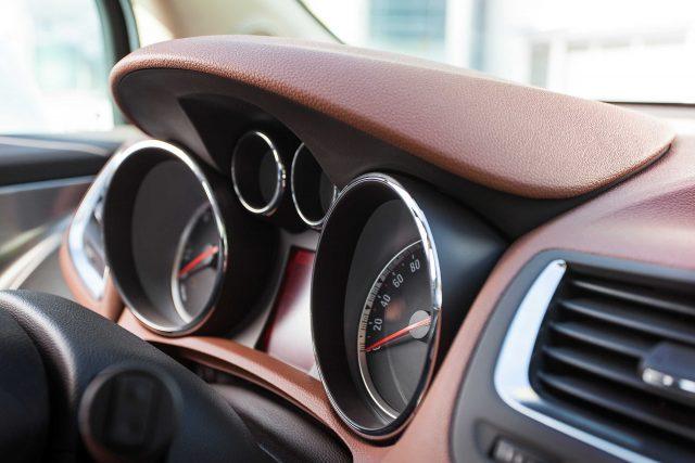 2012 Opel Mokka - instruments