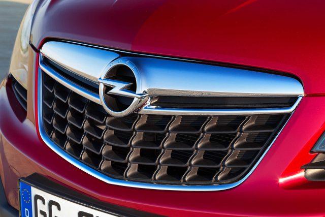 2012 Opel Mokka - grille