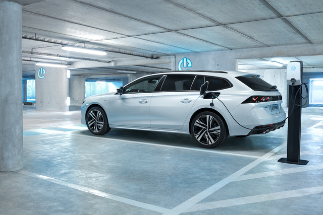 Peugeot 508 Hybrid Sedan Estate 2019 Second Generation Photos