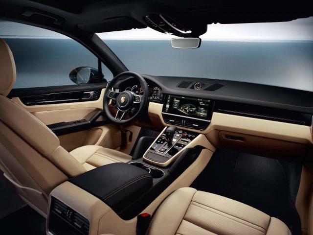 2017 Porsche Cayenne S - front seats
