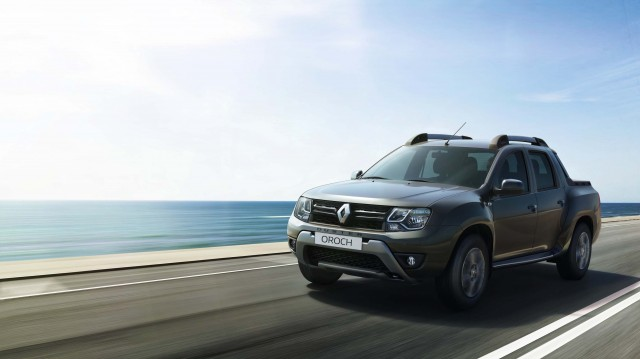 2015 Renault Duster Oroch - front, driving