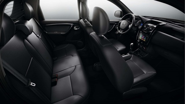 2015 Renault Duster Oroch - front and rear seats