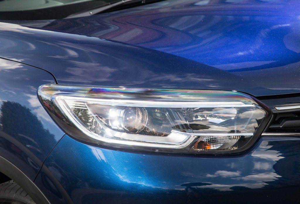 2015 Renault Kadjar - headlights