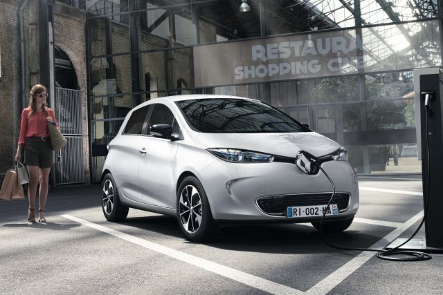2017 Renault Zoe - front, white
