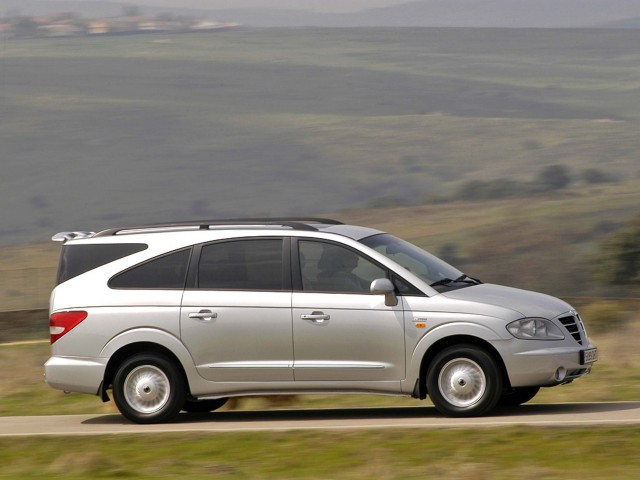SsangYong Rodius (first generation) - side, driving, countryside