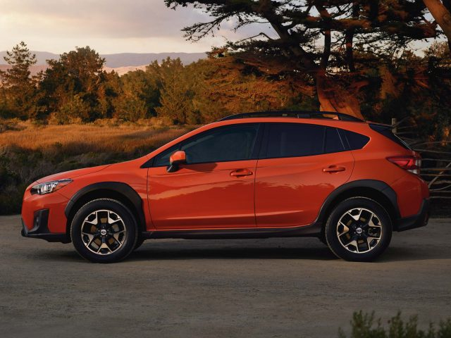 2018 subaru xv crosstrek vs impreza differences in photo comparison between the axles. Black Bedroom Furniture Sets. Home Design Ideas