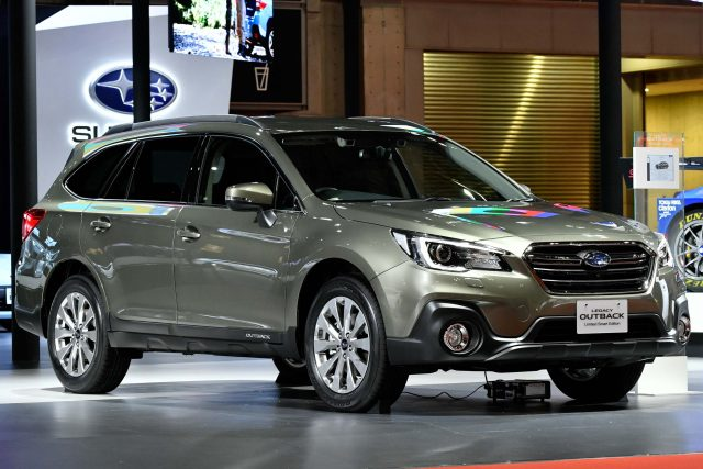 Subaru Legacy Outback Limited Smart Edition - front, on stage, 2017 Tokyo Motor Show