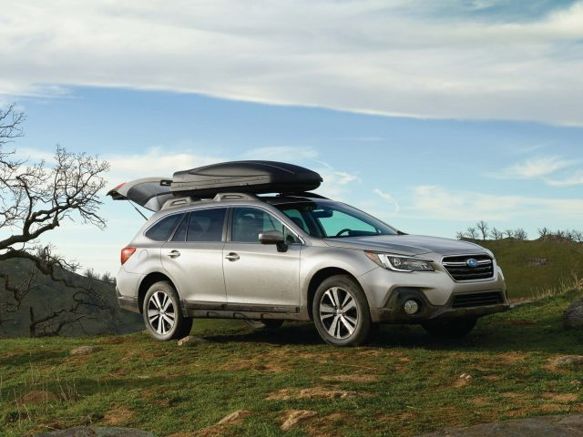 2018 subaru outback vs 2017 see facelift changes in photo. Black Bedroom Furniture Sets. Home Design Ideas