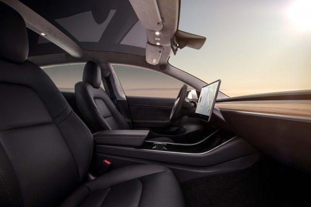 2017 Tesla Model 3 - front seats