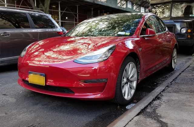 $35,000 Tesla Model 3 now available, but almost all stores