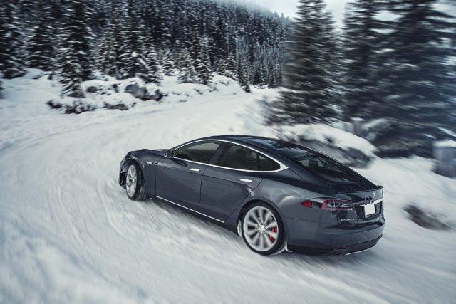 2016 Tesla Model facelift - in the snow