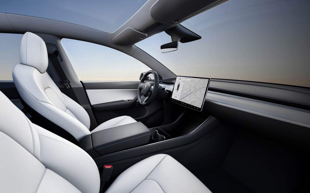 2020 tesla model y vs model x differences compared side by side between the axles. Black Bedroom Furniture Sets. Home Design Ideas