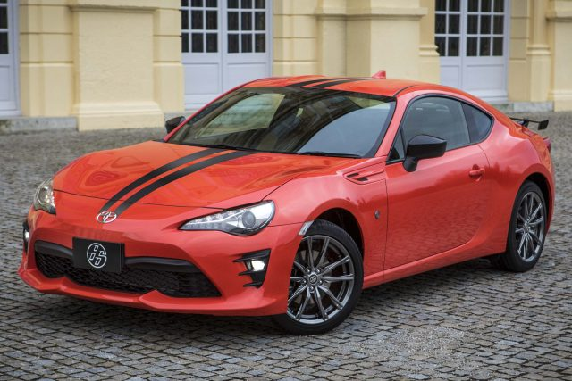 2017 Toyota 86 860 Special Edition - front, red with black stripe