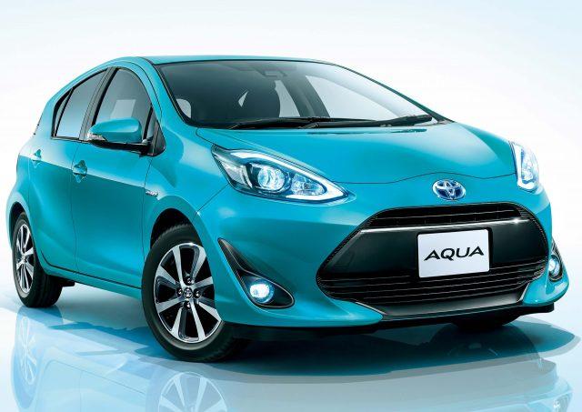 2017 Toyota Aqua facelift - front, blue