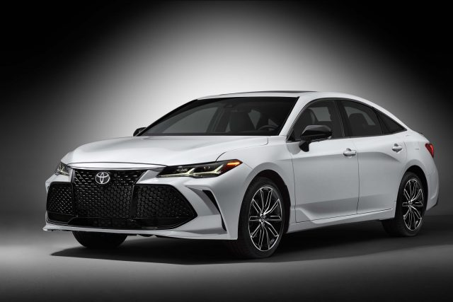 2019 Toyota Avalon Touring - front, white