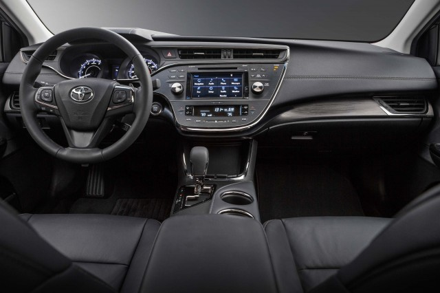 XX40 Toyota Avalon facelift - dashboard