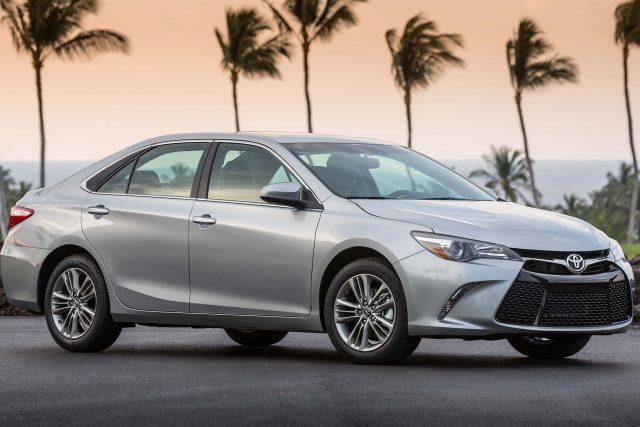 2015 Toyota Camry SE - front, silver