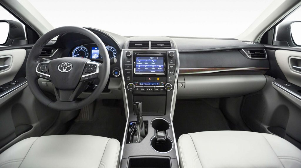 2015 Toyota Camry XLE - interior, dashboard, white leather