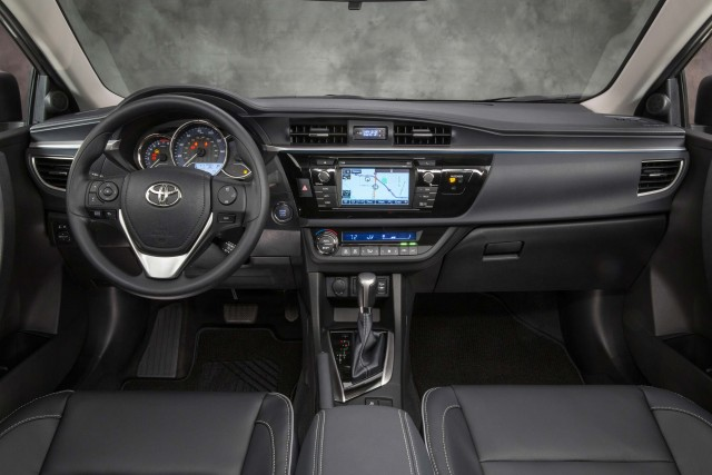 Toyota Corolla LE Eco - interior