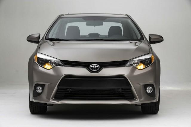 Toyota Corolla LE Eco - nose