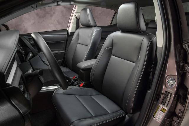 Toyota Corolla LE Eco - front seats