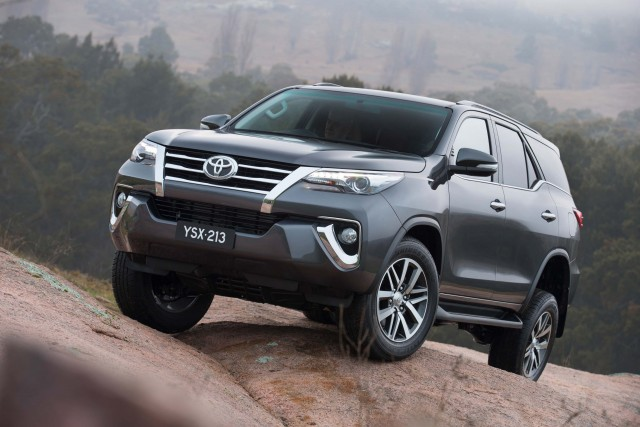 2015 Toyota Fortuner interior unveiled | Between the Axles