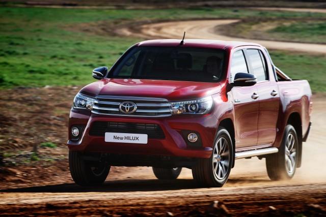M70/M80 Toyota Hilux Invincible (EU) - front, driving, dirt track