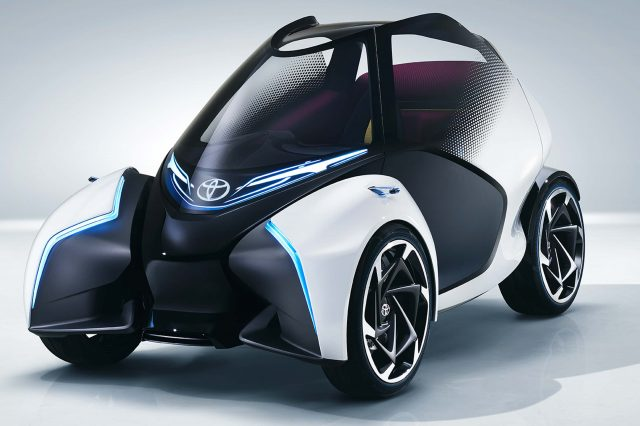Toyota i-TRIL: Leaning 2-seat concept design for small towns ...