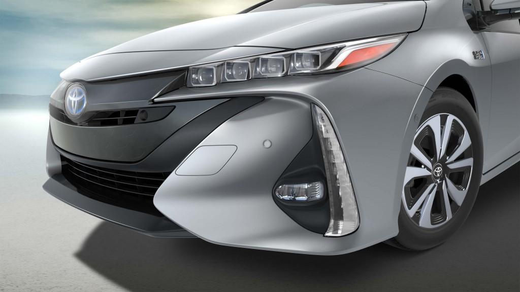 2017 Toyota Prius Prime - headlights