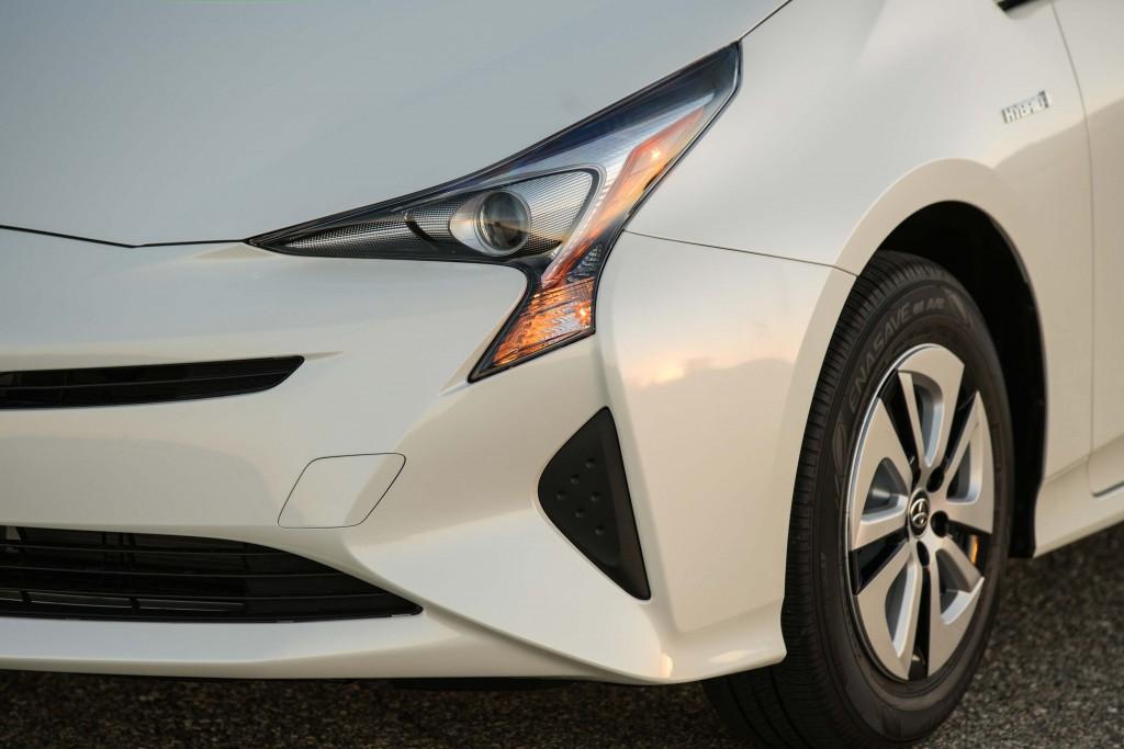 XW40 Toyota Prius (MY2016) - headlights