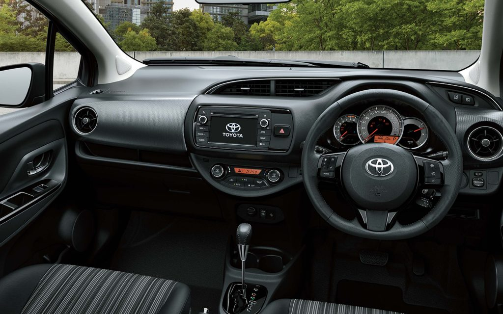 2017 Toyota Yaris facelift - interior, dashboard
