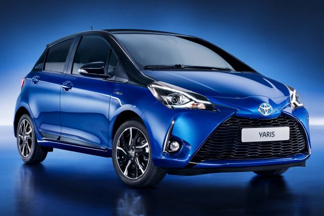 2017 Toyota Yaris facelift - front, blue