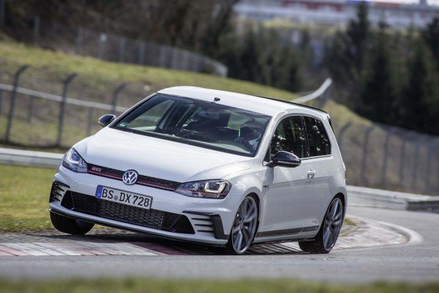 2016 Volkswagen Golf GTI Clubsport S - white, cornering at Nurburgring