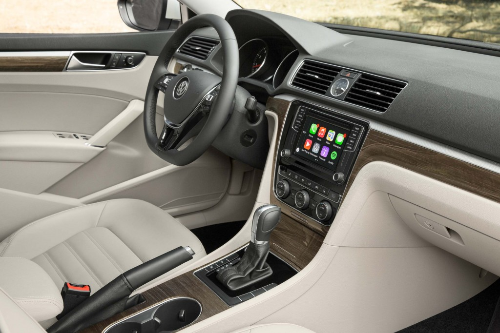 B7 NMS Volkswagen Passat facelift - interior, two tone, cream leather