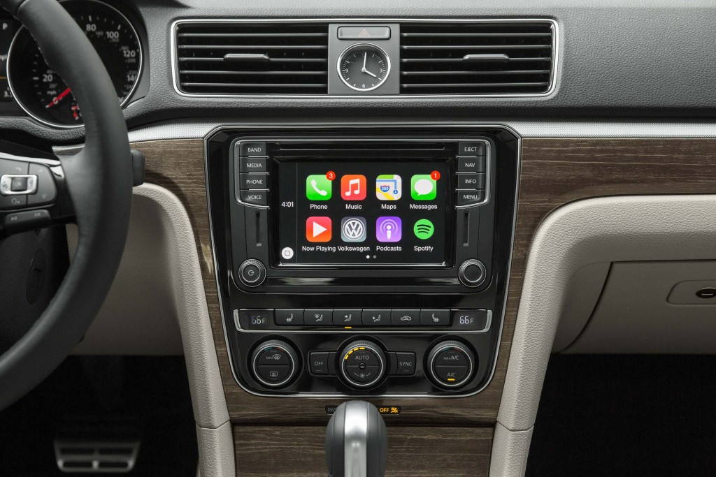 B7 NMS Volkswagen Passat facelift - infotainment with Apple CarPlay