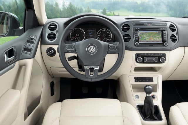 2011 5N Volkswagen Tiguan facelift - light and dark interior