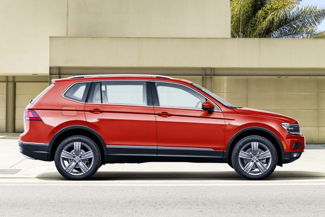 2018 Volkswagen Tiguan LWB - side, red