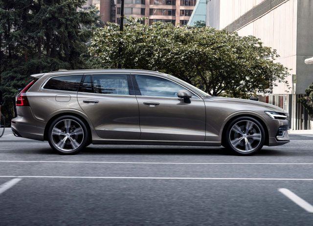 2018 Volvo V60 - side