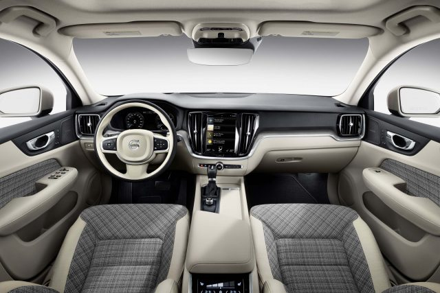 2018 Volvo V60 - interior, dashboard
