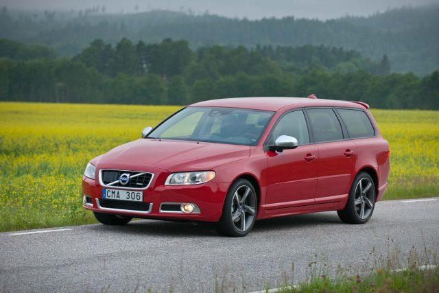2012 Volvo V70 R-Design - front, red