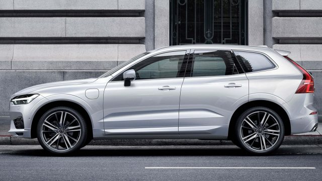 2018 Volvo XC60 - side, white