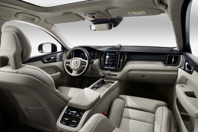 2018 Volvo XC60 - interior, dashboard, cream leather