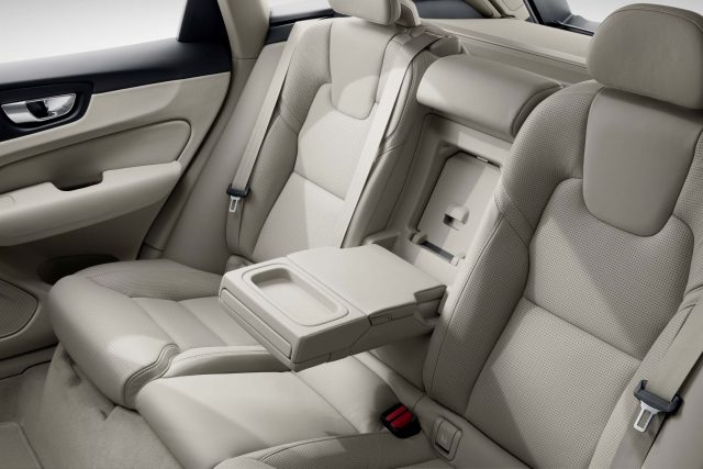 2018 Volvo XC60 - rear seats